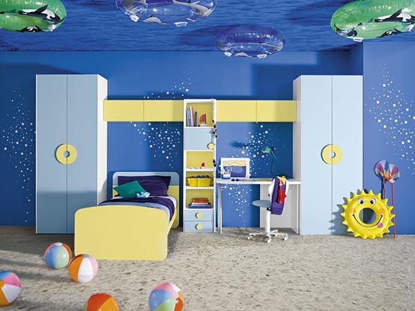 Комната для мальчика, оформленная в морской тематике.