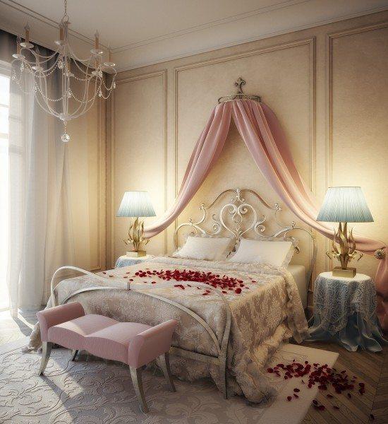 Комната для новобрачных в стиле прованс, где кровать оформлена лепестками роз.