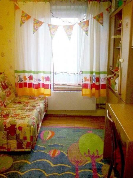 Короткие модели в интерьере детской спальни