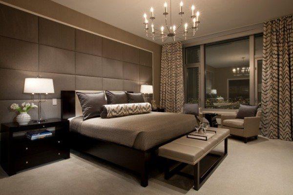 Кожаная мебель эффектно сочетается с предметами интерьера из натурального дерева