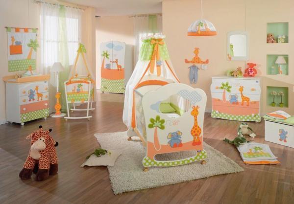 Красивая и просторная спальня для новорожденного