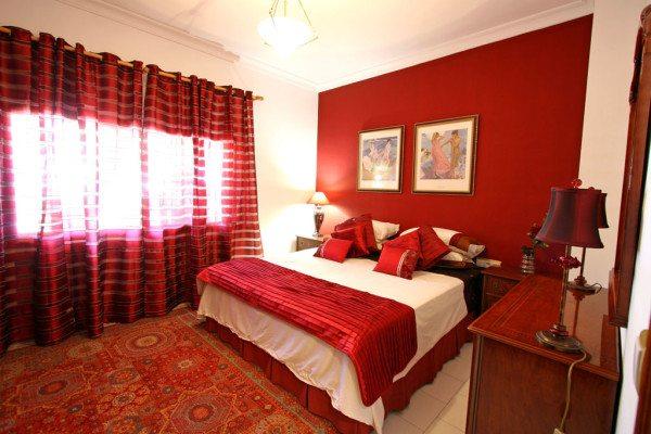 Красный цвет в интерьере спальни – с ним нужно быть осторожными.