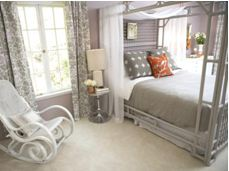 Кресло-качалка в интерьере спальни