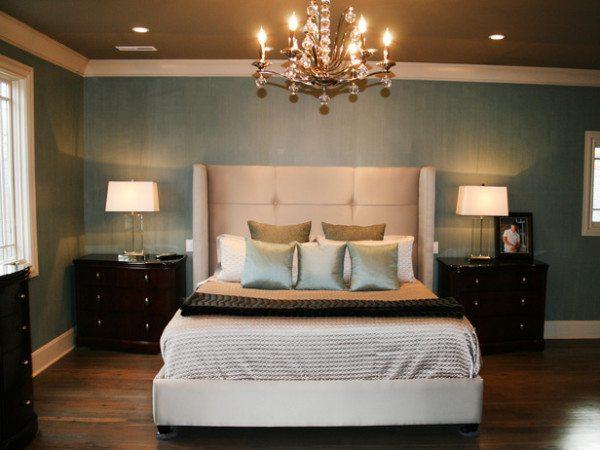 Кровать - только с цельным матрацем, так как 2 его половинки - символ размежевания супругов.