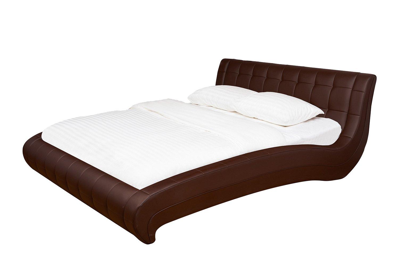 Фото на кровати лежит букет цветов рязанской