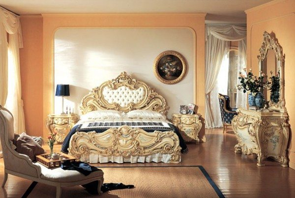 Кровать для классической спальни