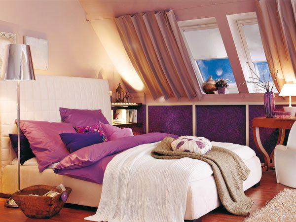 Кровать под окном – красиво и уютно