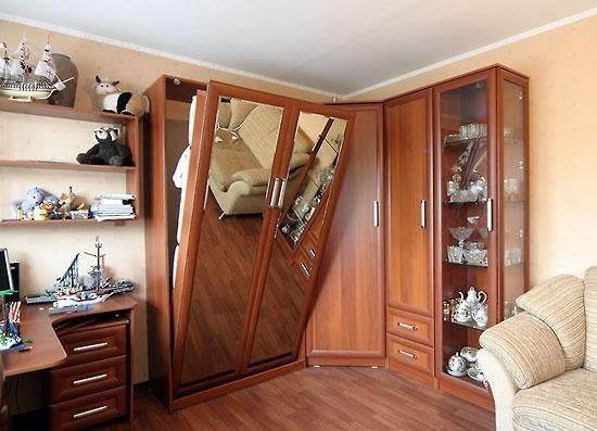 Кровать, прячущаяся в шкаф