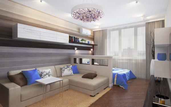 Кровать установлена у окна и спрятана за невысокой стильной перегородкой
