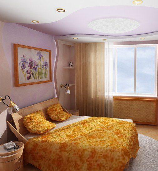 Кровать вдоль окна