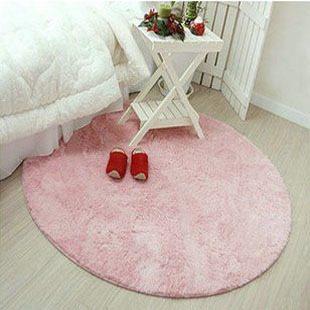 Круглый и розовый коврик