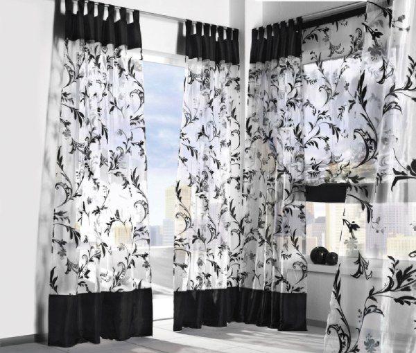 Легкомысленные и воздушные шторы для черно-белого интерьера
