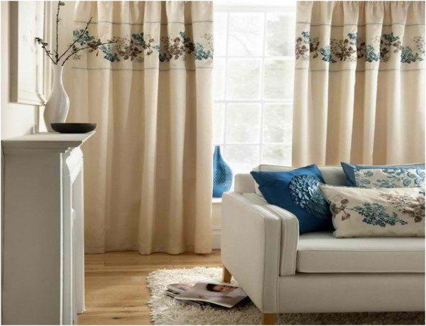 Льняные шторы в интерьере спальни