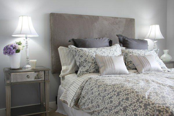 Любую кровать можно и нужно украшать необычными подушками и покрывалами.