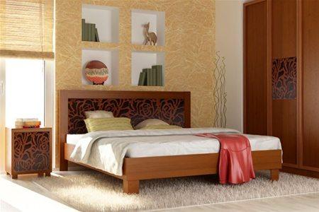 Место для сна расположилось сбоку от единственного окна – подарит чувство спокойствия и защищенности