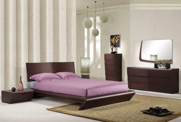 Минимализм: обои для мужской спальни белого цвета освежают пространство нотками чистоты.