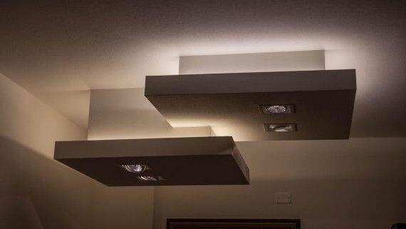 параллельные фигуры наверху спальни