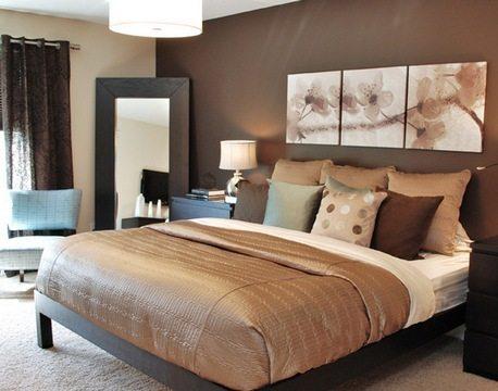 Модульная картина в спокойных тонах в семейной спальне