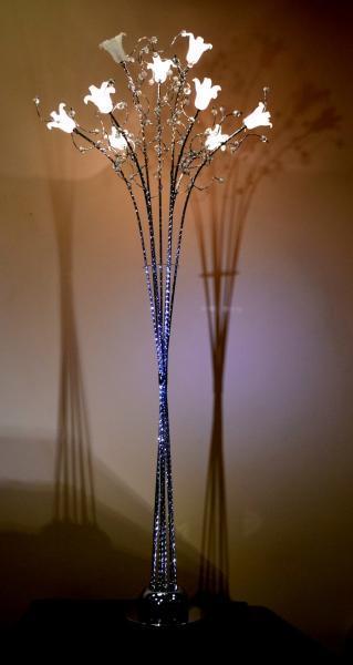 Мотивы флористики, мастерски переданные металлом и стеклом