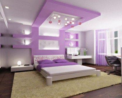 На данном фото показано, как при помощи конструкции из ГКЛ, а также ее цвета, можно акцентировать зону, где располагается кровать.