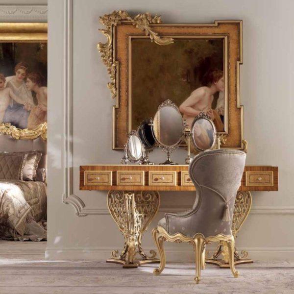 На фото – эксклюзивный туалетный столик итальянского производства