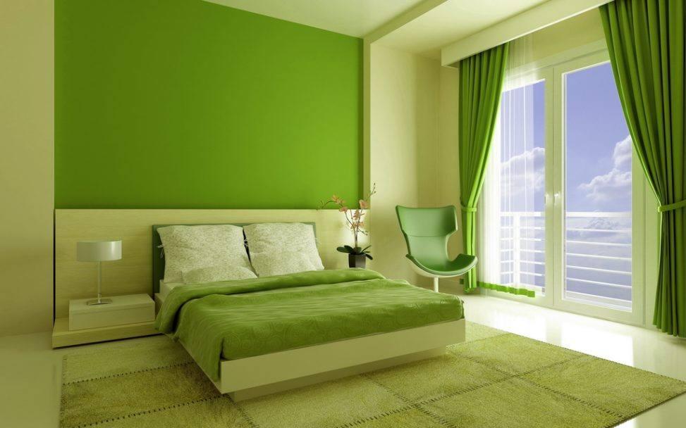 На фото демонстрируются зеленые шторы: в спальню не будет проникать солнце, а значит, не потревожит ваш сон.