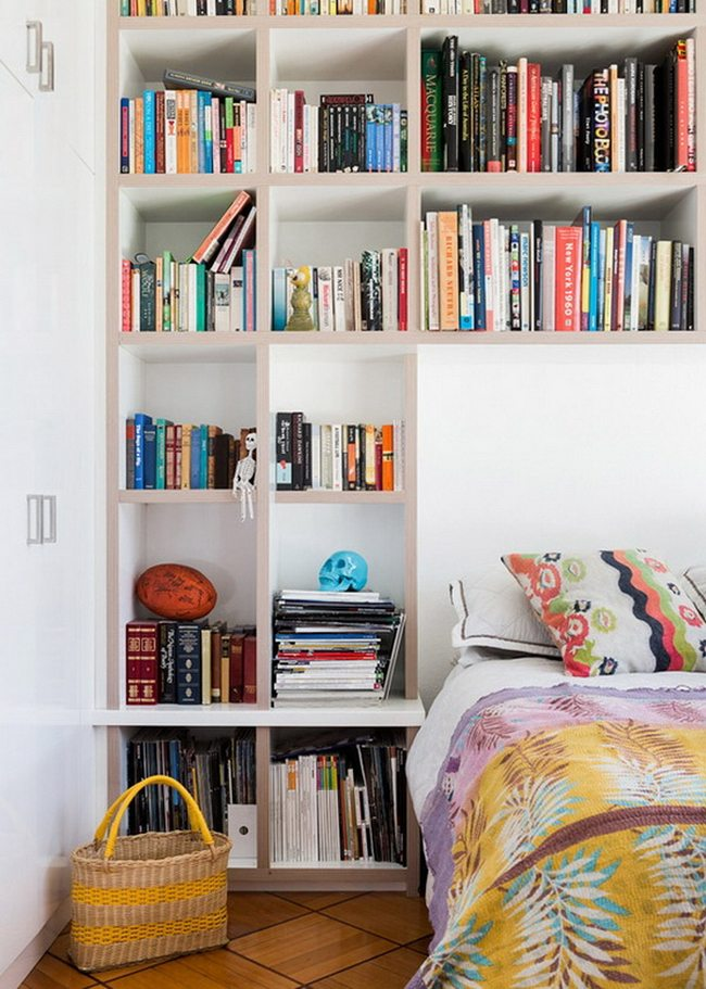 На фото -идеальное решение для тех, у кого очень много книг или других предметов