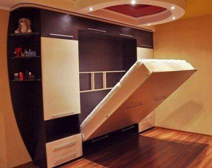 На фото изображен компактный набор мебели с кроватью-трансформером.