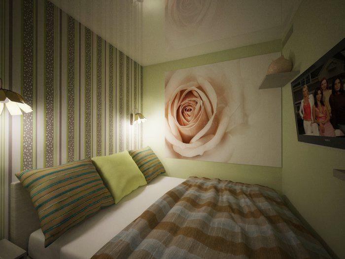 На фото изображена «глухая» маленькая спальня с двумя бра у изголовья кровати и телевизором, расположенным на противоположенной стене.