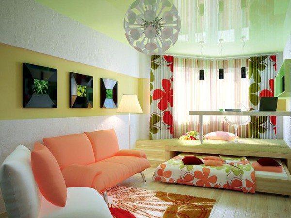 На фото изображена комната - гостиная и спальня,разграниченная подиумом с выдвижной кроватью.