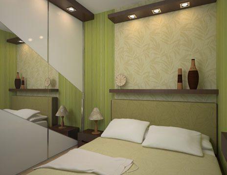 На фото изображена светло-зеленая небольшая комната отдыха с зеркальными дверками шкафа.