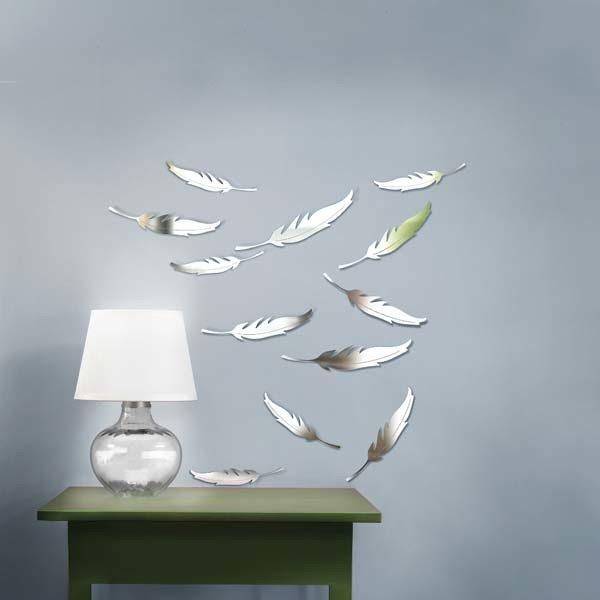 На фото изображено еще одно решение в оформлении уникального дизайна – консоль с зеркалом в спальню.