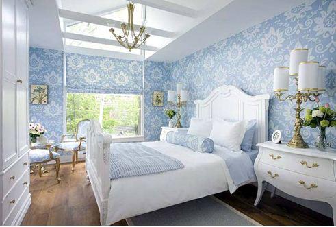На фото наглядная инструкция сочетания голубого с белым: спокойствие и уют.