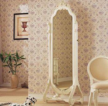 На фото напольное зеркало «псише» очень изящный вариант.