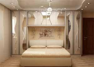 На фото очень удачный дизайн встроенного шкафа в спальню, хотя цена этого решения – невозможность установить столики у изголовья (фото «А»)