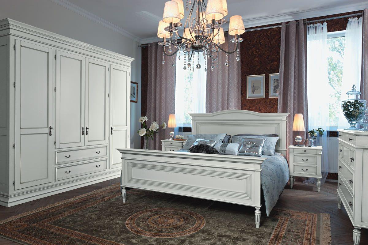 На фото показан классический белый спальный гарнитур.