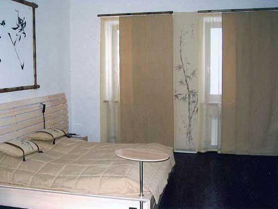 На фото показан вариант дизайна спальни в японском стиле.