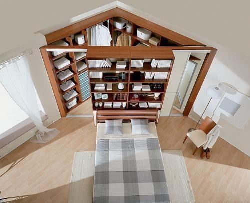 На фото показано, как угловая гардеробная в спальне позволяет сэкономить полезную площадь (отличный вариант для маленьких спален).