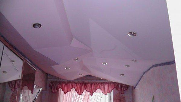 На фото: при желании можно создать необычайные конструкции даже в комнате неправильной формы
