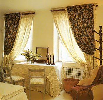 На фото римские шторы в спальне.