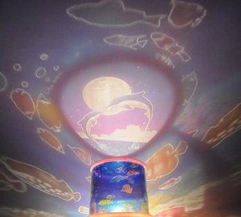На фото: светильник-проектор «Океан» в действии