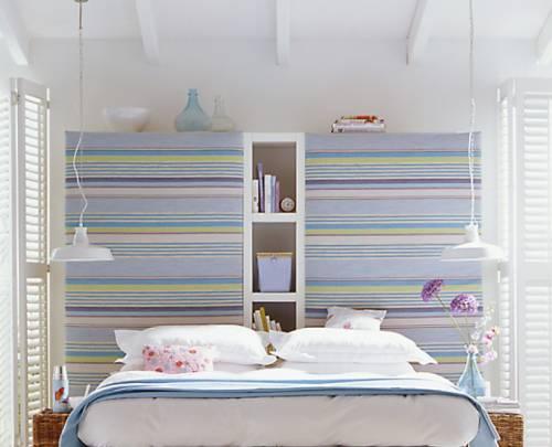 На фото видно, как горизонтальный декор зрительно расширяет комнату.