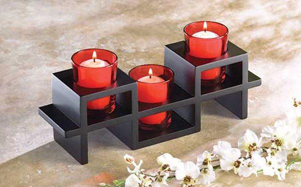 Набор свечей с подставкой для украшения спальни молодоженов.