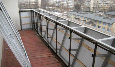 Надежный парапет на балконе для стеклопакетов