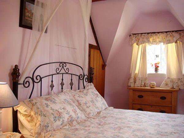 Небольшая, но привлекательная спальня