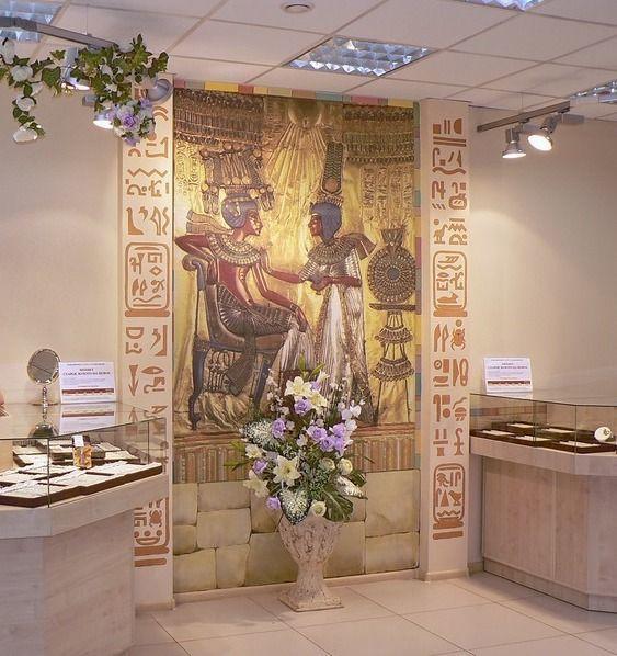 Необычная фреска на египетскую тематику