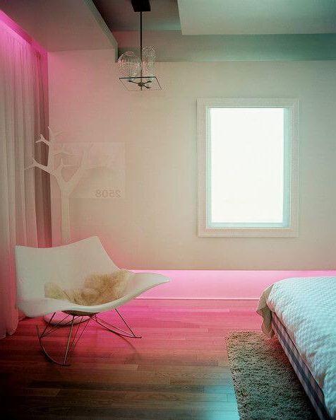 неоновое освещение с розовым потайным светом