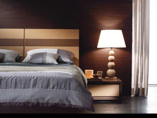 Облицовка – имитация натуральной древесины придает спальне неповторимую теплоту и уют