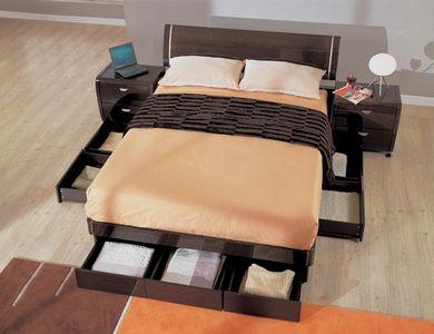 Обращаем внимание на кровати-подиумы, которые помогают решать проблемы с недостатком площадей (фото «I»)