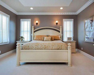 Обставляя спальню, в первую очередь нужно определиться с местом для кровати